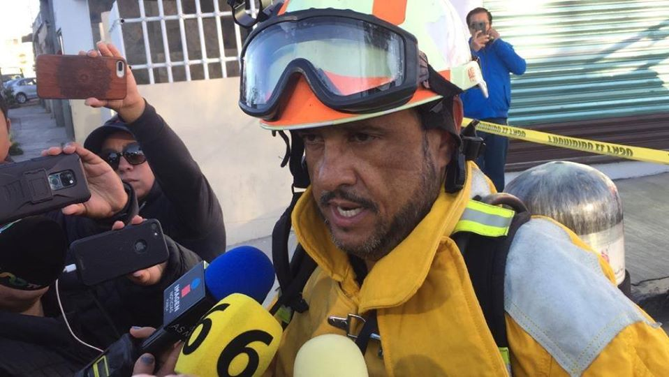 Detectan huachitúnel con cadáver en la Jorge Murad; evacúan 12 casas por fuga