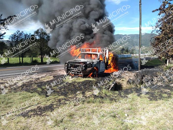 VIDEO Se incendia huachicamioneta en la carretera Apizaco-Tejocotal