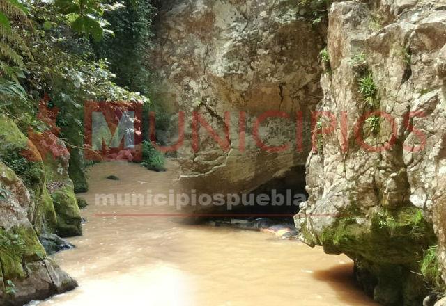 Encuentran 2 cadáveres en río Totolapa, en Huauchinango