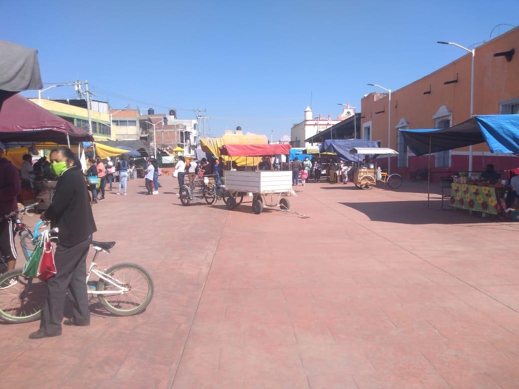 Tianguis de Xalmimilulco regresa en medio del temor y desobediencia