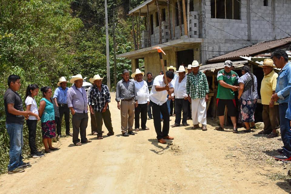 Inicia edil de Huitzilan obra en Zoyotla pese a escasez de recursos