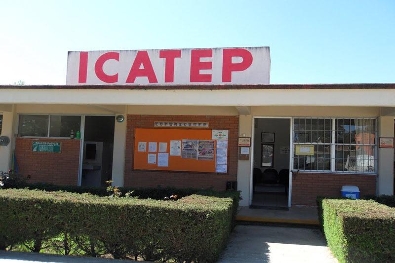 Continúan sin pago instructores del Icatep de la Mixteca poblana