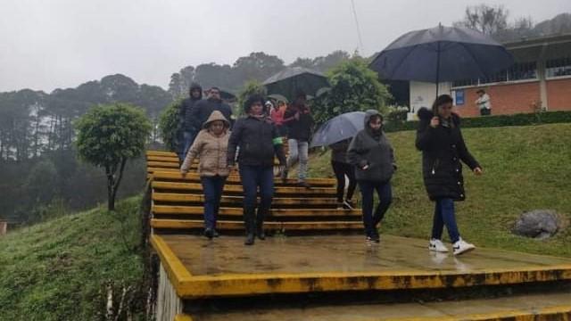 En el Icatep de Huauchinango y Zacatlán no les pagan a maestros