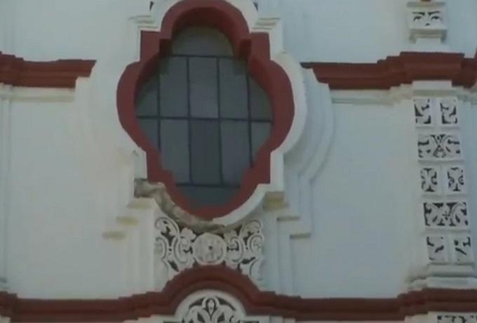 VIDEO Lluvias dañan fachada de templo de la Compañía de Jesús en Puebla