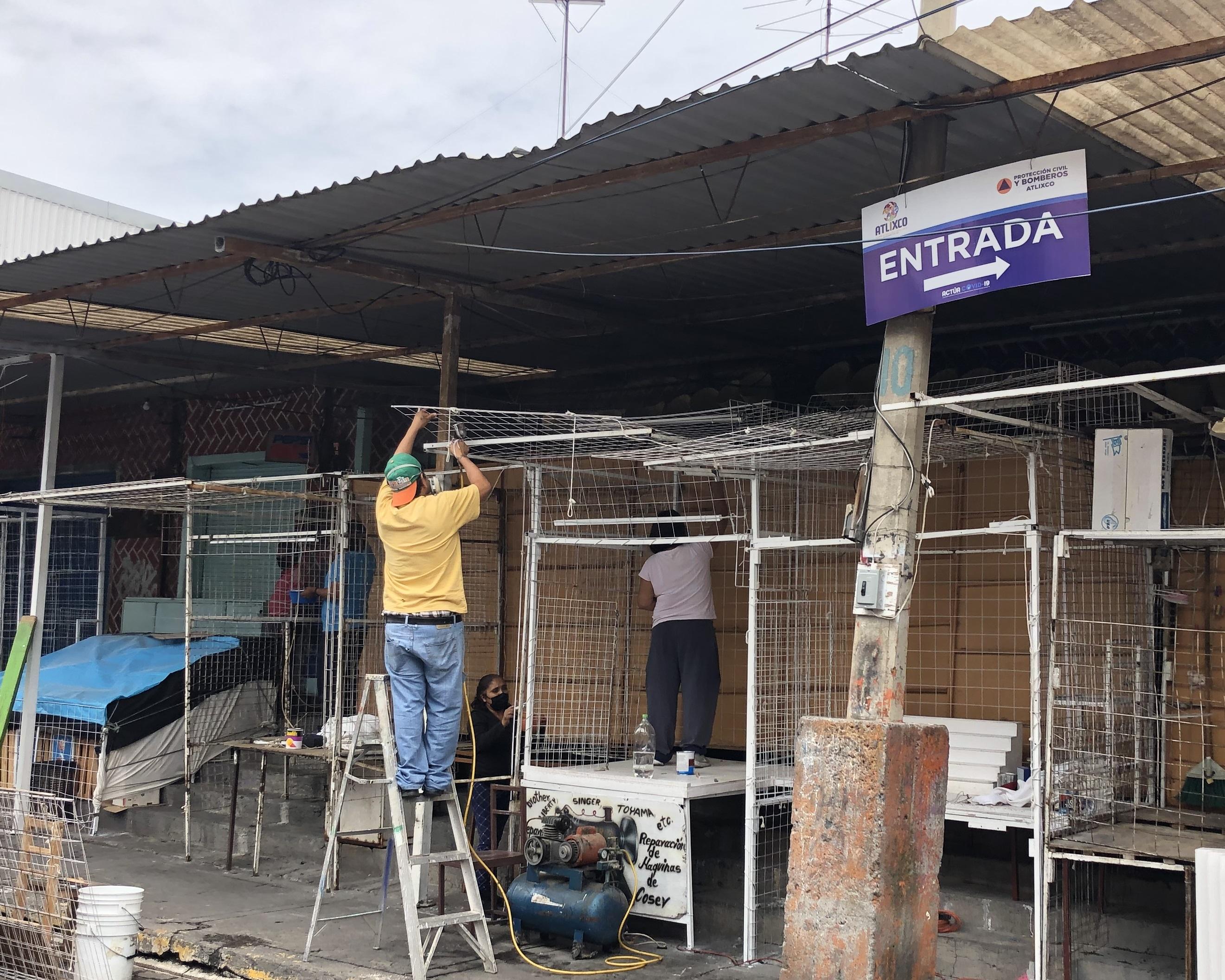 Locatarios de Atlixco enchulan sus puestos en mercado turístico