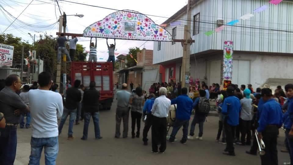 Denuncian vecinos de Axocopan organización para fiesta patronal