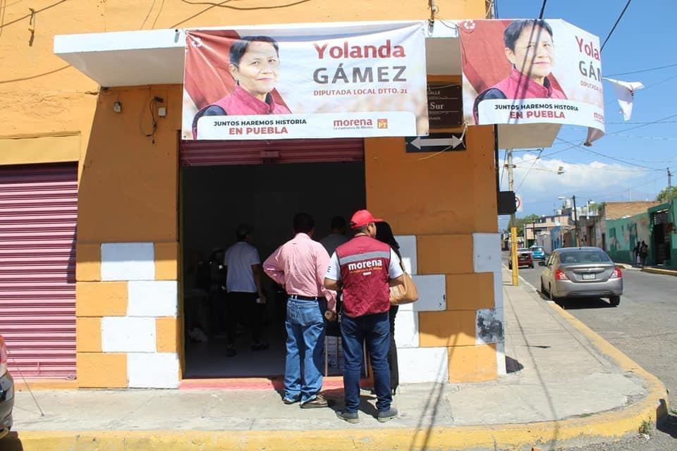 Candidatos abandonan tres mil lonas y mantas en calles de Atlixco