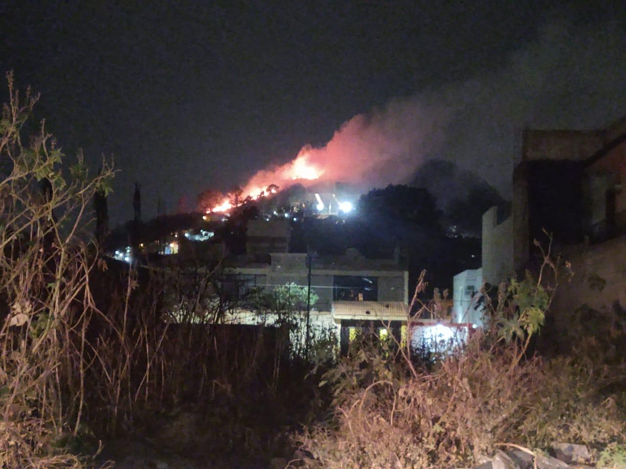 Incendio consume cerro de San Miguel en Atlixco