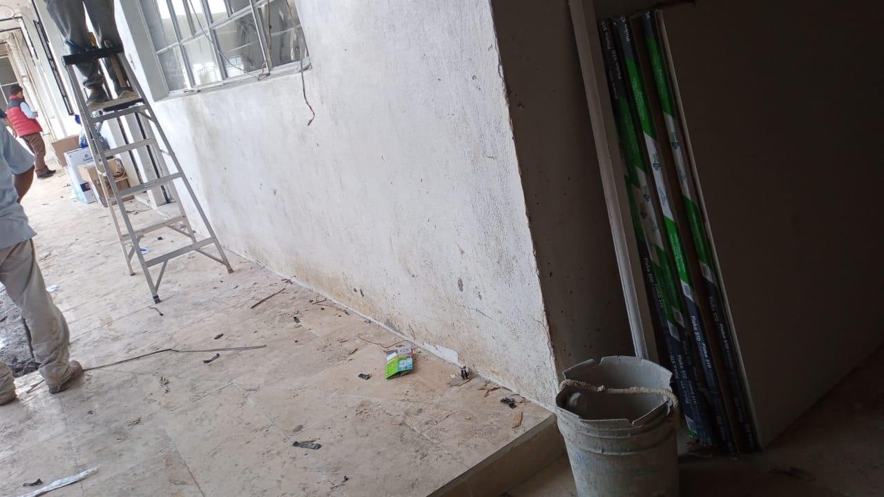 Lesionados tres obreros tras caer en obra de Huauchinango