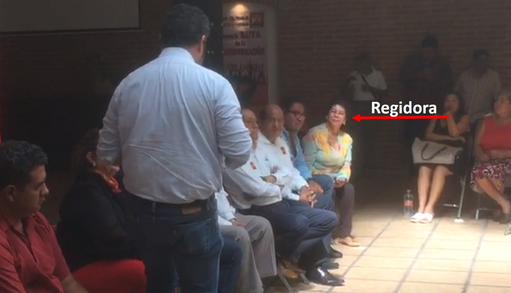 Denuncian a regidora de Izúcar por hacer proselitismo a favor del PT