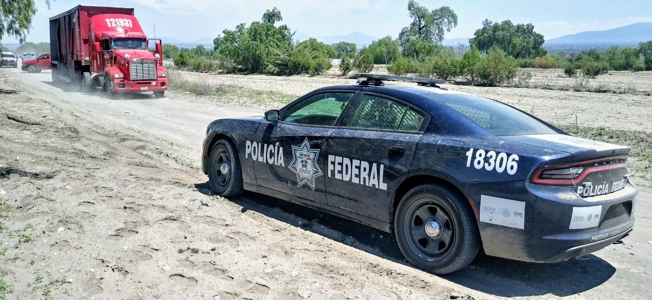 Federales recuperan dos tractocamiones en Tecamachalco