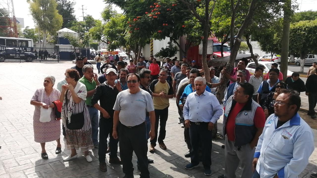 Exigen liberar a taxista detenido por secuestro en Tehuacán