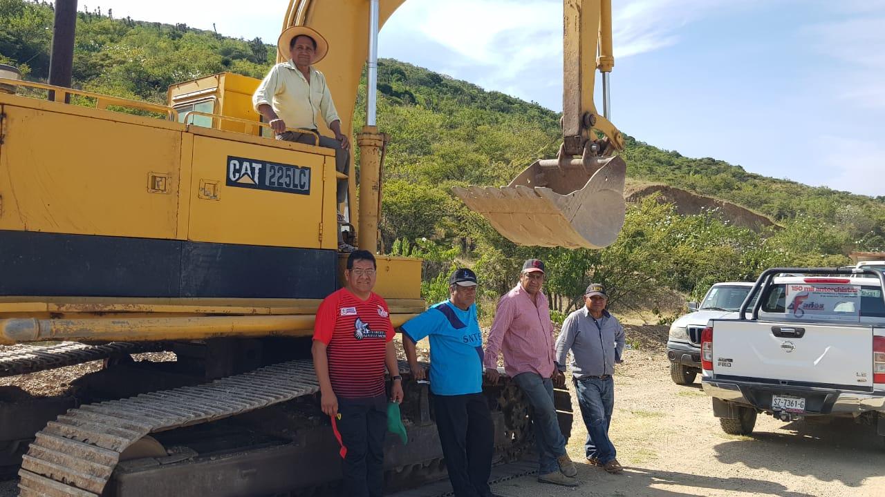 Reinician carretera a La Magdalena Tlatlauquitepec