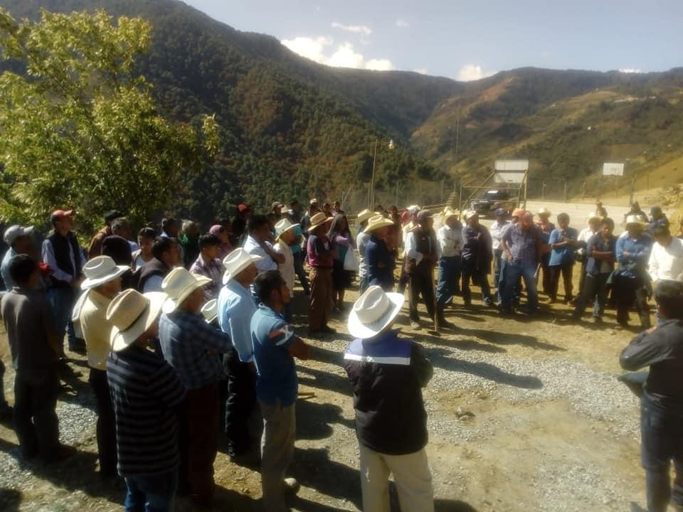 Retienen por 5 horas en Coyomeapan a Geólogos