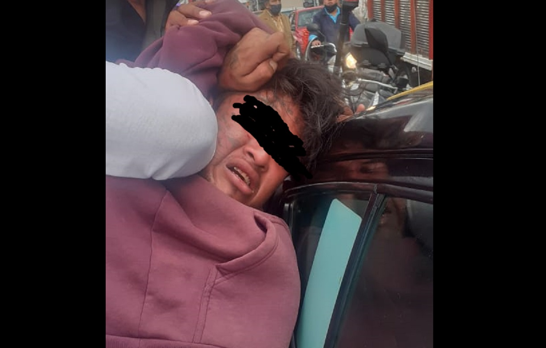 Plagian a taxista en Puebla y conductores lo rescatan en Texmelucan