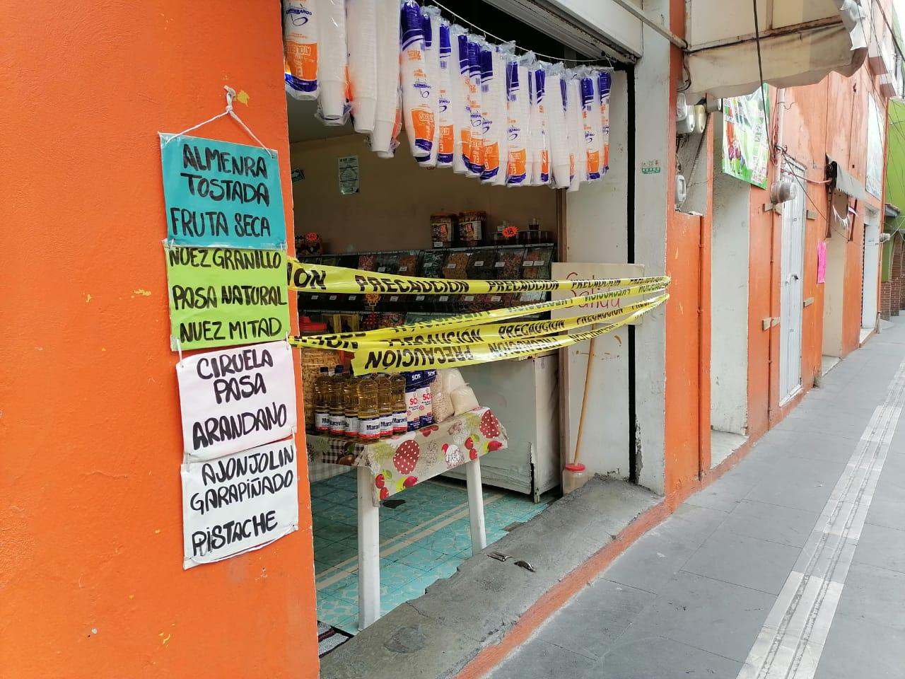 Comercios no esenciales abren sus puertas con venta de abarrotes en Texmelucan