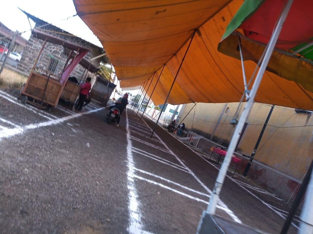 Ambulantes toman nuevo espacio pese a molestia de vecinos en Texmelucan