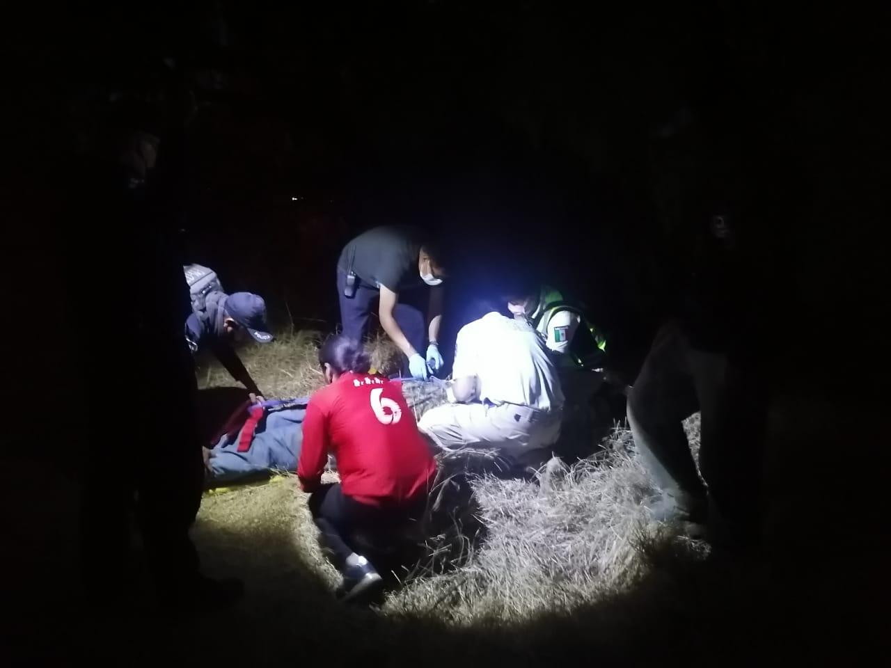 Cae 15 metros en barranca en El Verde, lo reportan grave