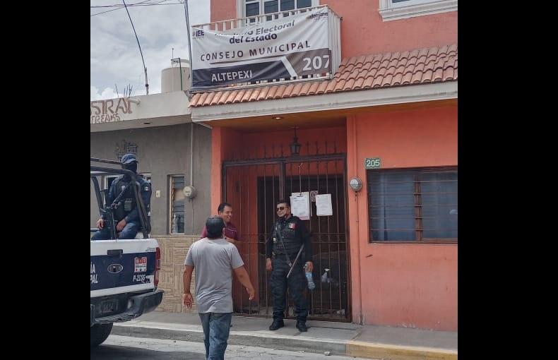 Seguridad Pública traslada paquetes electorales de Altepexi a Puebla