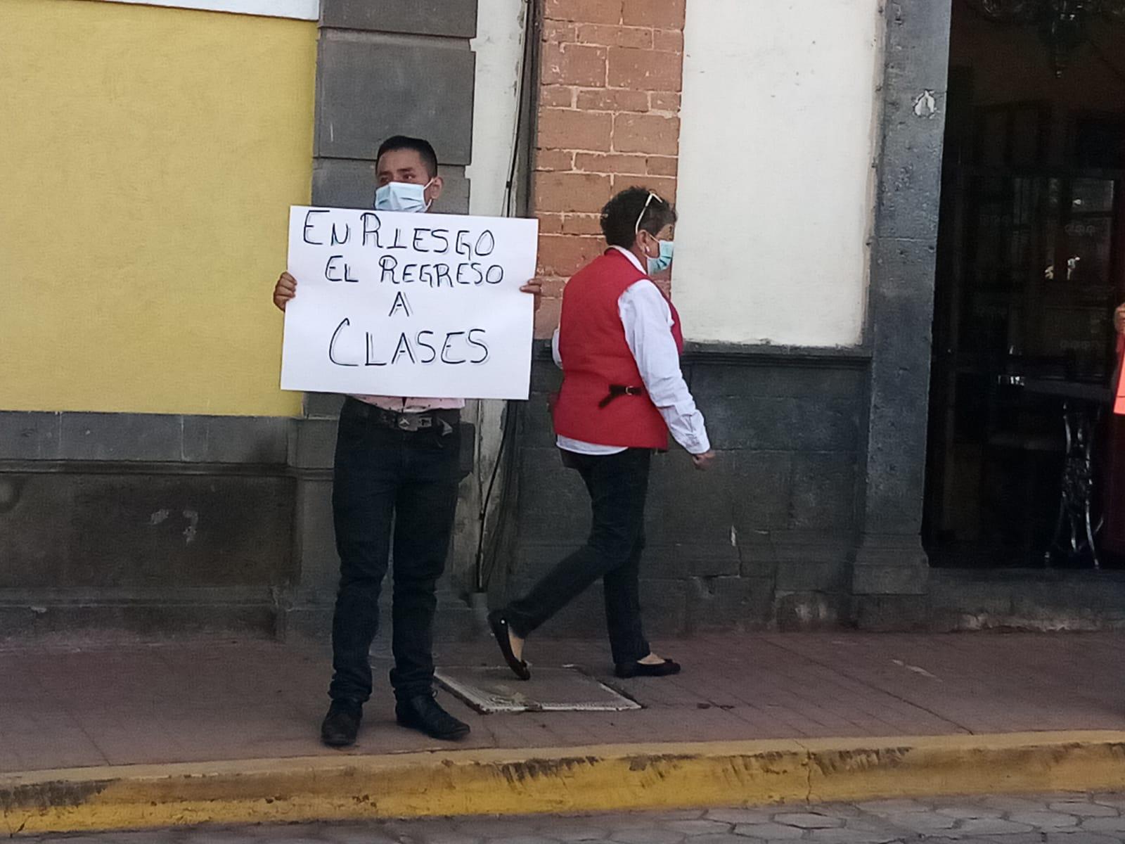 Estudiantes exigen un regreso a clases seguro: Antorchistas