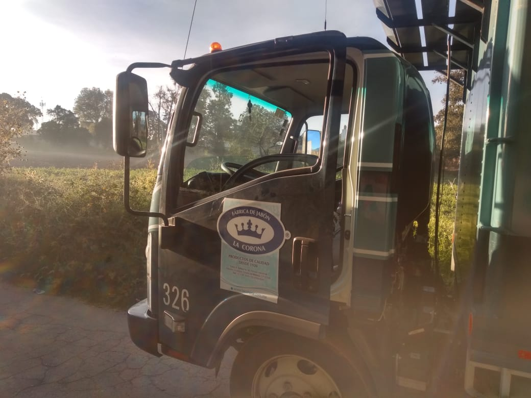 Roban carga y dejan camión abandonado en calles de Texmelucan