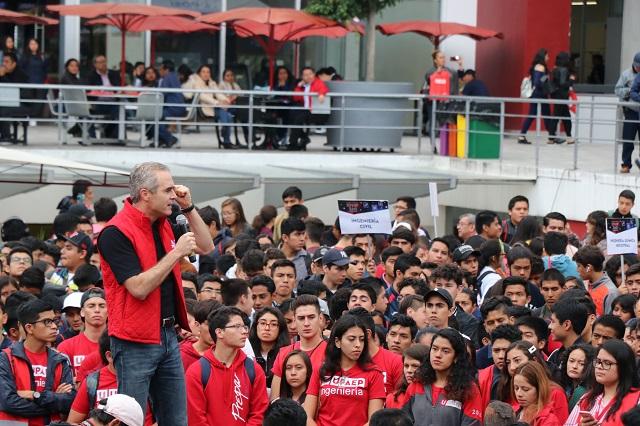 Participan más de 3 mil jóvenes en UPAEP 360