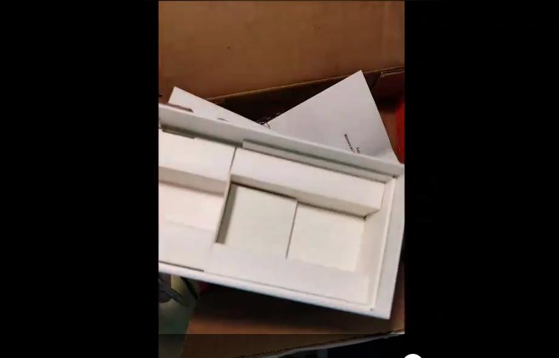 VIDEO Compra celular por internet, pero la caja le llega vacía