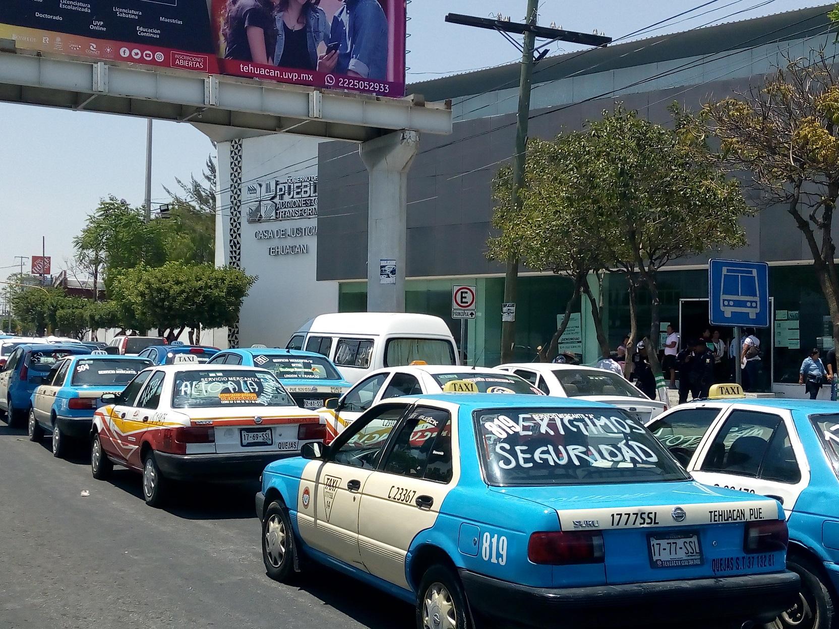 Con armas y drogas han detenido a taxistas en Tehuacán