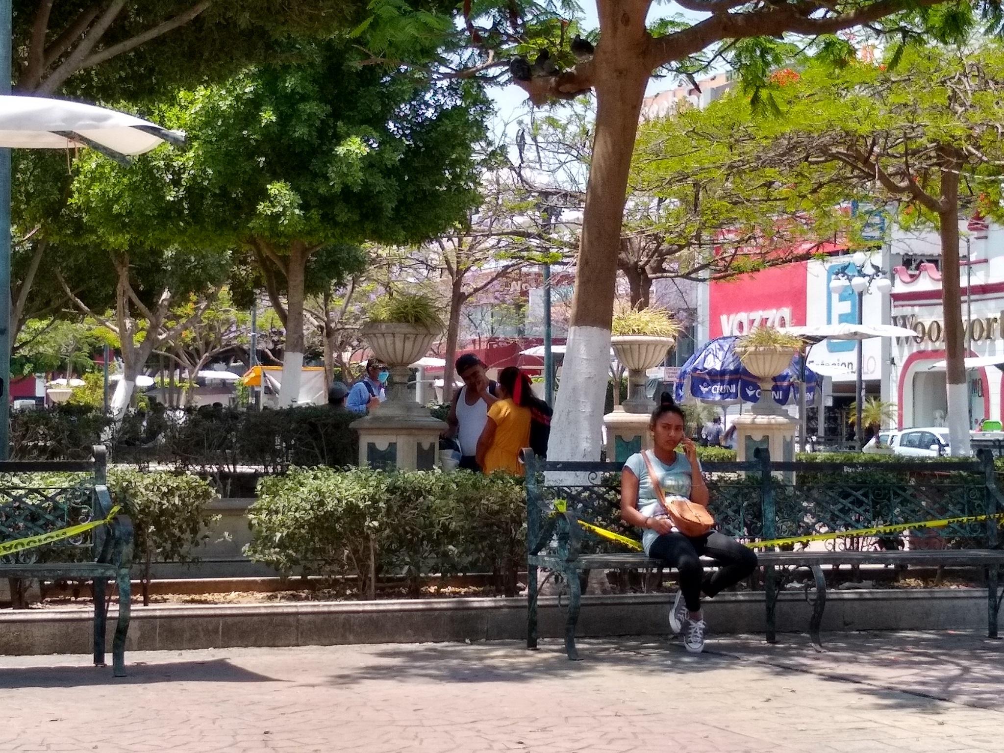 Tehuacanenses ignoran sana distancia sin que la policía pueda intervenir