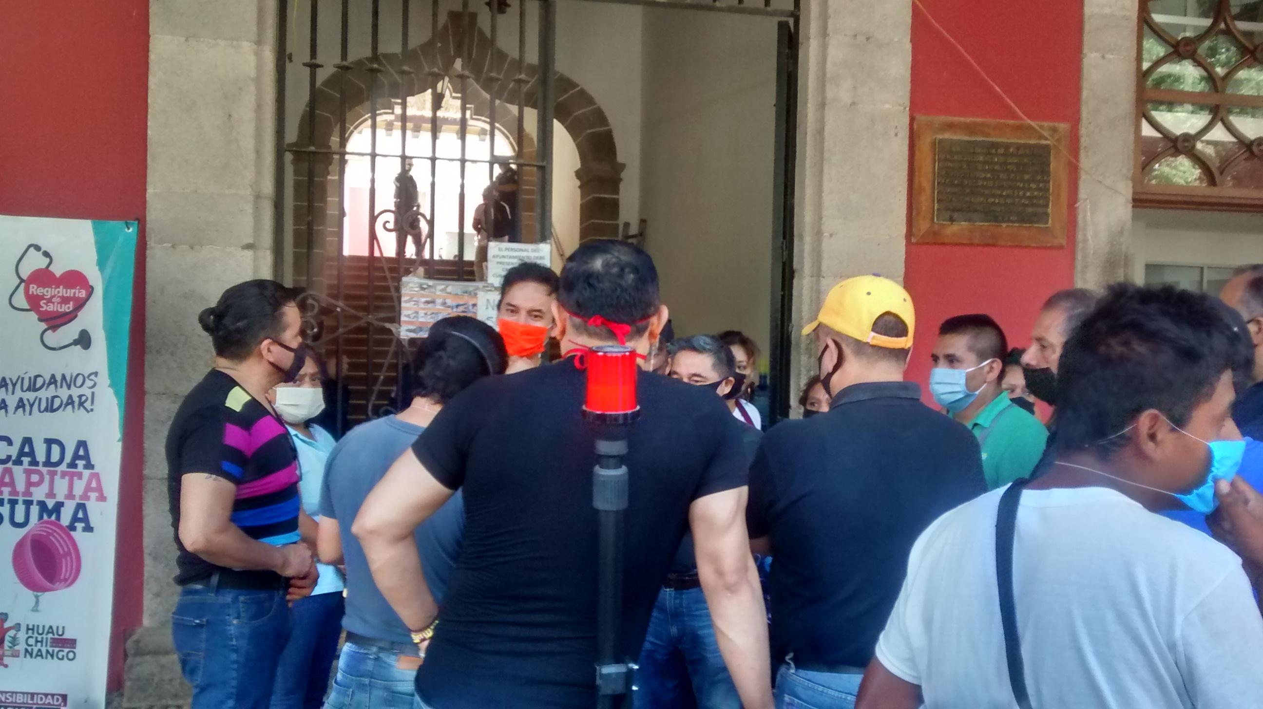 Comerciantes desafían al Covid-19 y se manifiestan en Huauchinango