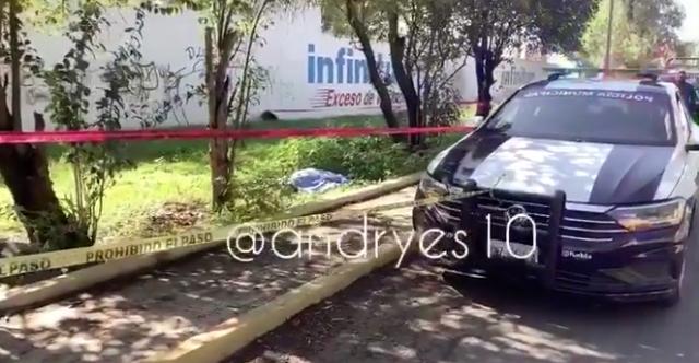 Hallan indigente muerto a un costado del Mercado Hidalgo