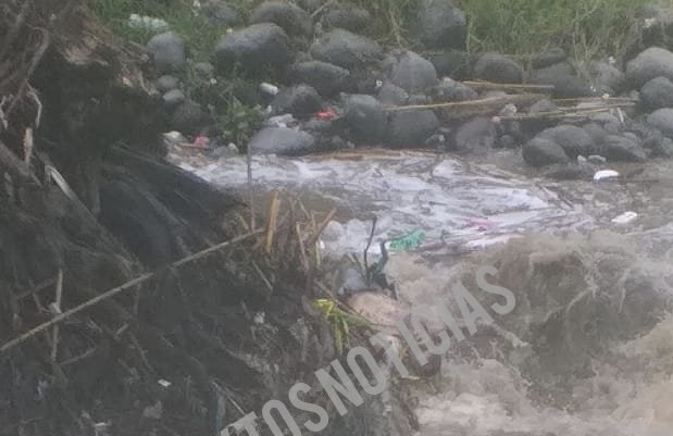 Flotando en el río de Tepeojuma aparece cuerpo de un hombre