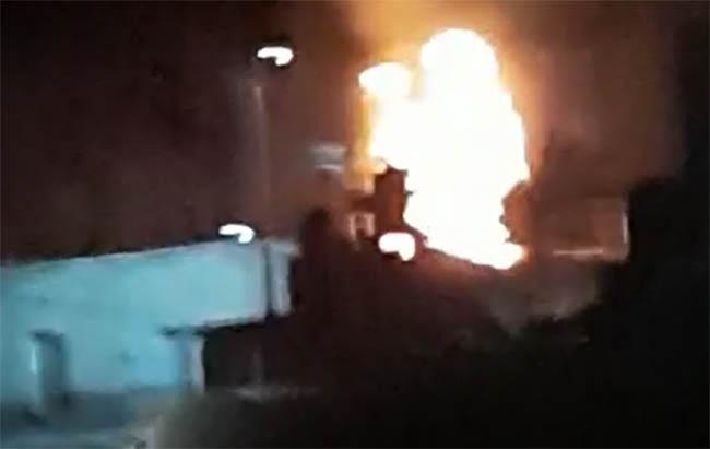 VIDEO Quema de pirotecnia provoca incendio de zacate en bodega en Teotlalcingo