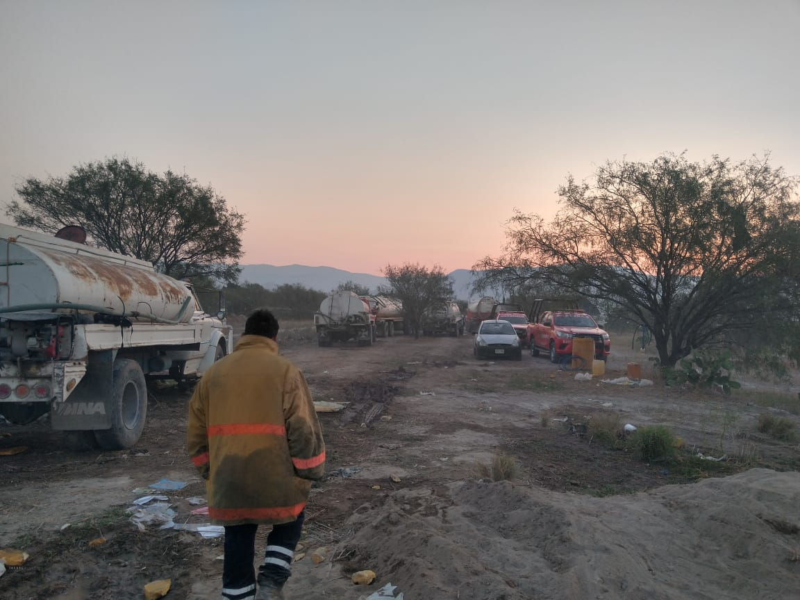 Tras 11 horas sofocan incendio en granja avícola de Tehuacán
