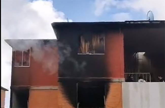 VIDEO Se calcina departamento en Infonavit Minera en Teziutlán