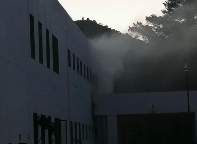 Se registra incendio en la planta de lavado del IMSS Metepec