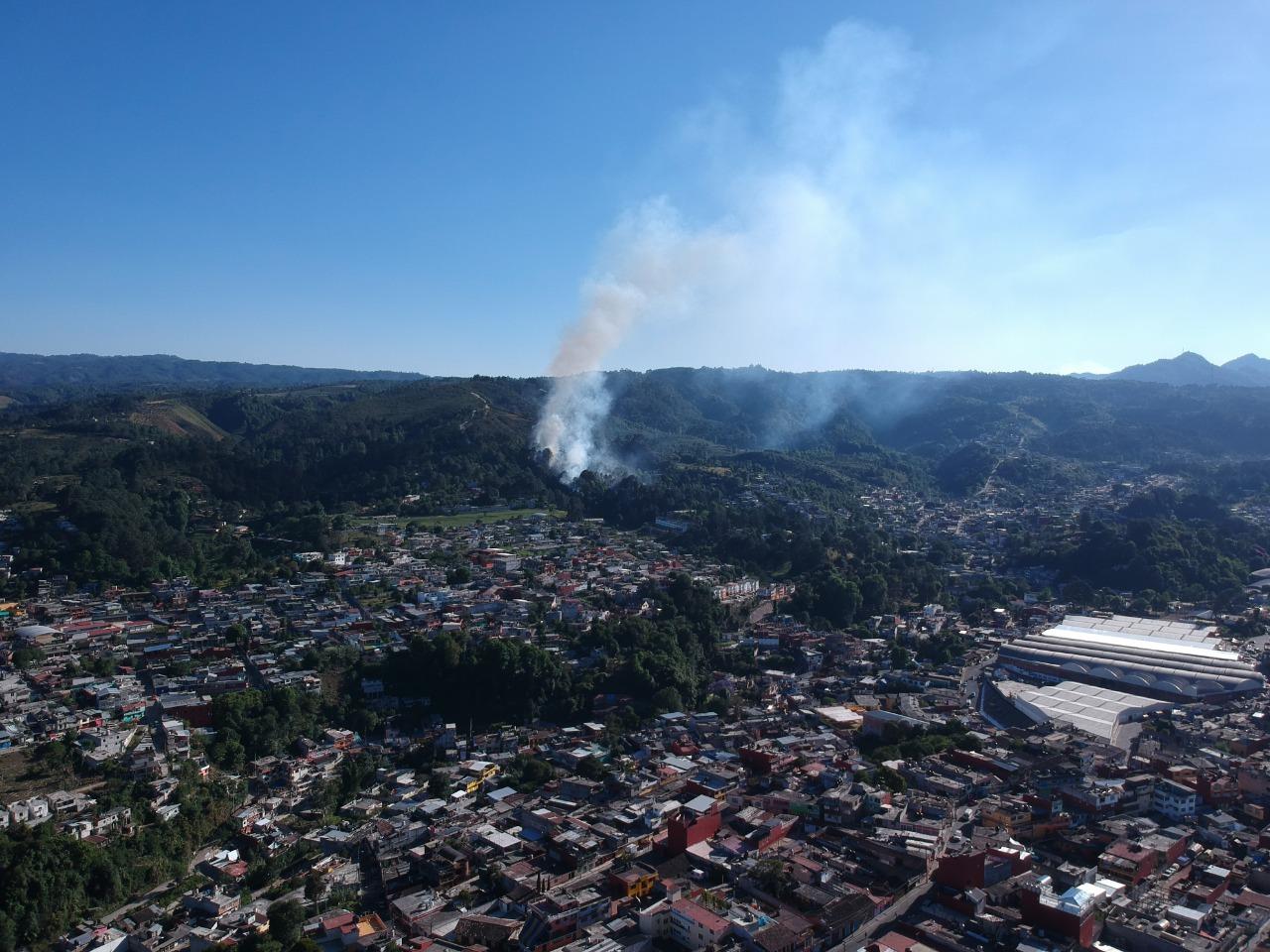 Luchan por sofocar cinco incendios en Huauchinango