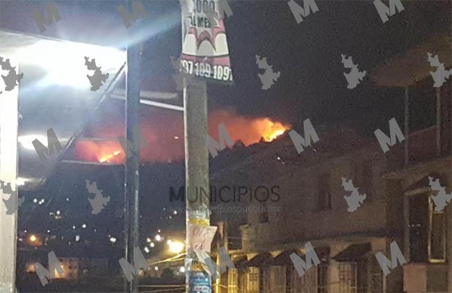 Incendio sin control causa alarma entre pobladores de Huauchinango
