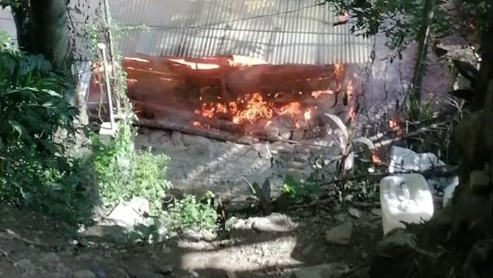 Mujer pierde todo su patrimonio en incendio en Xicotepec