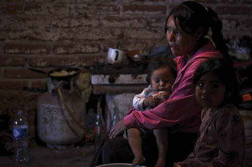 Falta de servicios deja vulnerables a indígenas en Puebla ante Covid: Tiyat Tlali