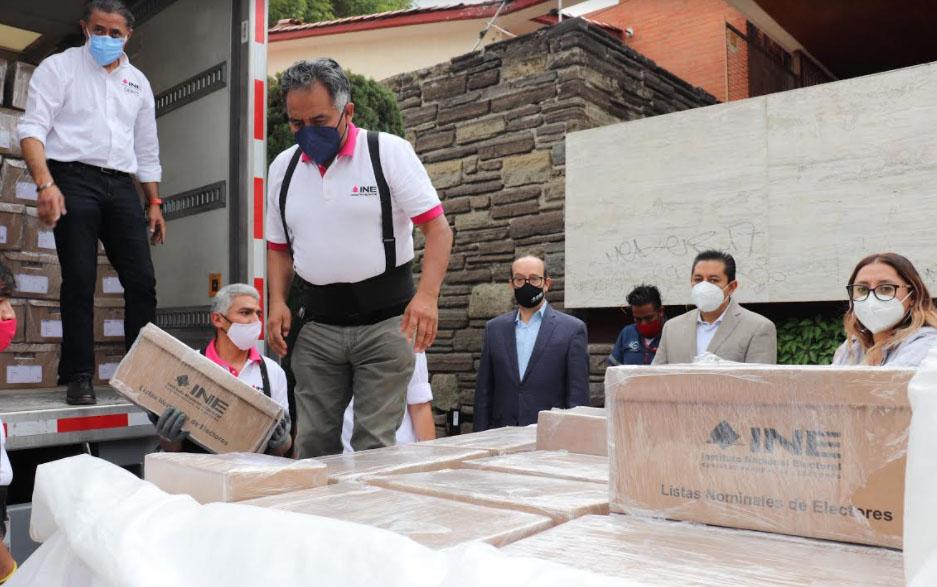 Distribuye INE listados nominales a las juntas distritales y al IEE en Puebla