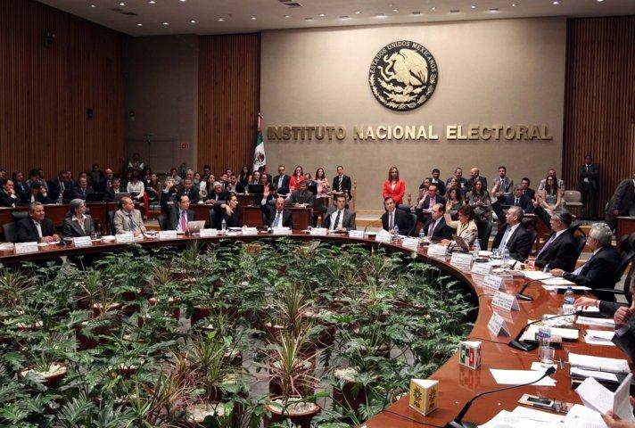 Funcionarios de Banxico e INE ganarán más que AMLO gracias a la SCJN
