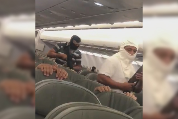 VIDEO Secuestro de avión de Interjet por terroristas se hace viral