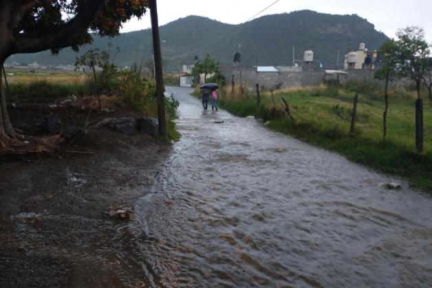Empresa en Atlixco inunda calles con aguas negras