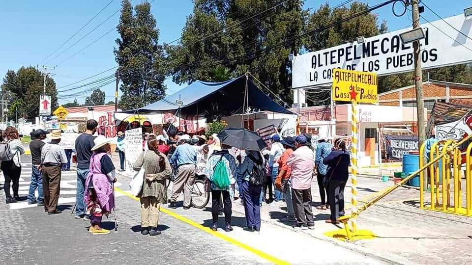 Vecinos de Juan C. Bonilla desbloquean carretera federal frente a Bonafont