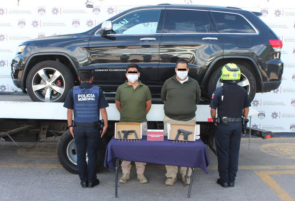 Los detienen con armas y vestimenta tipo táctica en avenida Juárez