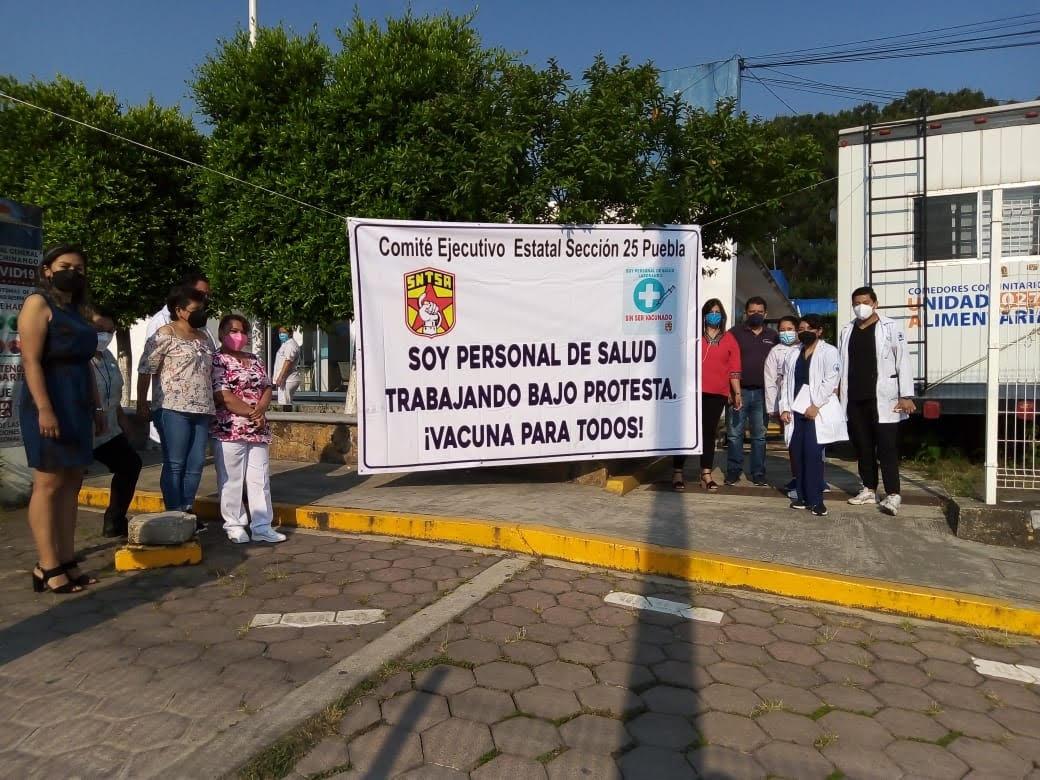 Personal de Salud en Huauchinango exige vacunas