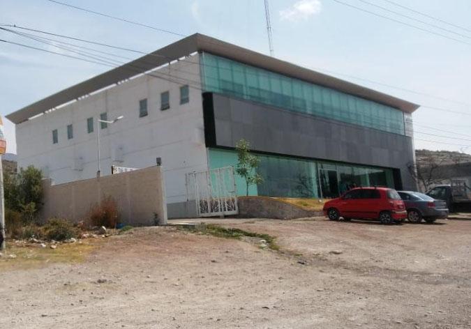 En Casa de Justicia de Tecamachalco comando asesina a detenido frente a policías