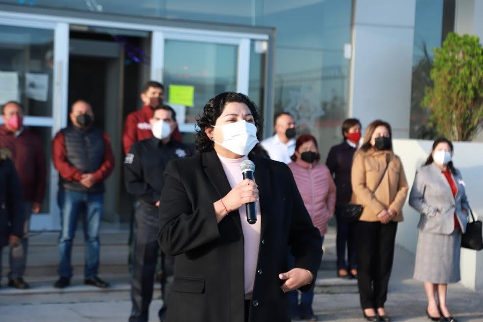 Agradece Karina Pérez el compromiso del personal del ayuntamiento