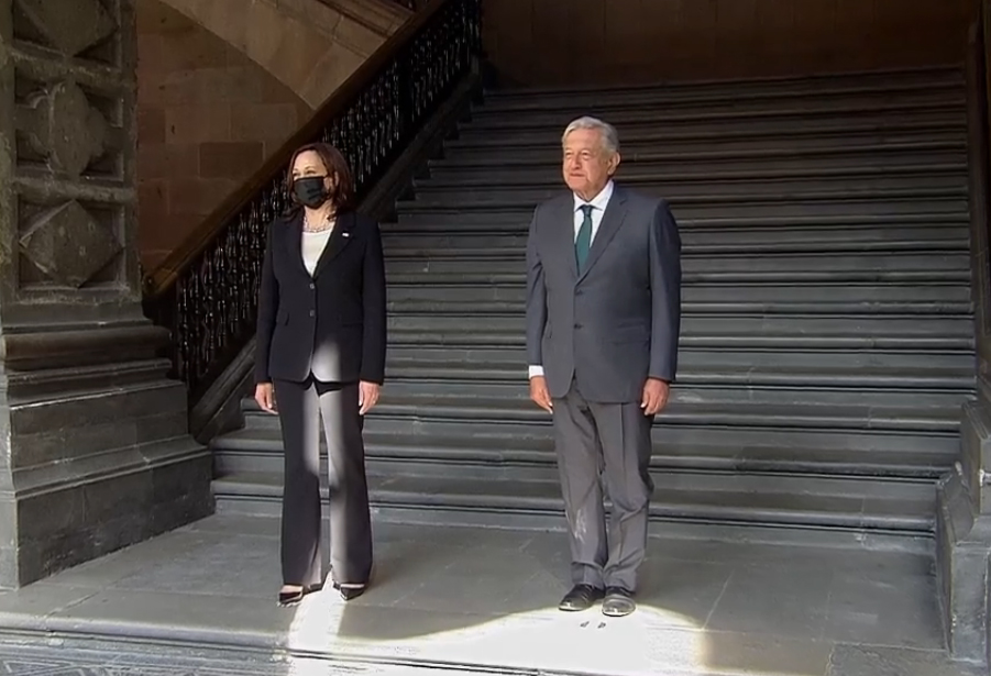 AMLO y Kamala Harris firman memorándum de cooperación migratoria
